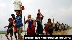 Бангладешке качып бараткан рохинжа мусулмандары.