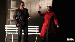 فریبرز عربنیا و یکتا ناصر در نمایش «عاشقانههای ناآرام»