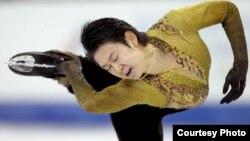 Мәнерлеп сырғанаудан Азия ойындарының чемпионы Денис Тен Ванкувер олимпиадасы кезінде.