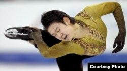 """Денис Тен выступает на Олимпиаде в Ванкувере. Фото из """"Википедии""""."""