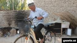 На своем новом велосипеде, подаренном пользователями соцсети, 76-летний Хусан Ходжибаев намерен поехать в хадж.