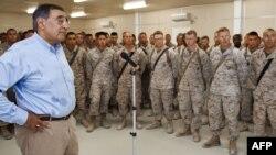 وزير الدفاع الأميركي يتحدث أمام جنود أميركيين في أفغانستان قبل ذهابه الى العراق