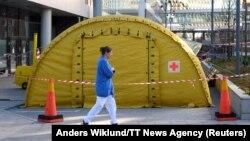 Šator za prijem novih pacijenata ispred bolnice u Stokholmu