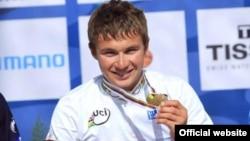 Алексей Луценконың, жастар арасындағы әлем чемпионатын ұтып алған кезі. Голландия, 2012 жыл. (Сурет әлем чемпионатының ресми сайтынан алынған).