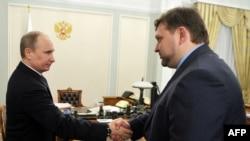 Президент Владимир Путин и губернатор Никита Белых. Впереди посадка главы Кировской области