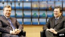 Украин президенти В.Янукович жана Еврокомиссия президенти Жозе Мануэль Баррозо. Брюссель, 1-март, 2010-ж.