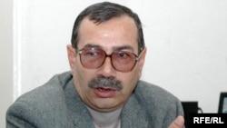 Abşeron Rayon Məhkəməsinin hökmü ilə «Xalq qəzeti»nin keçmiş baş redaktoru Mahal İsmayıloğlu iki il şərti cəza aldı