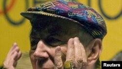 Yevtuşenko Kolumbiyada 20-ci Beynəlxalq Poeziya Festivalının açılışında. 8 iyul 2010
