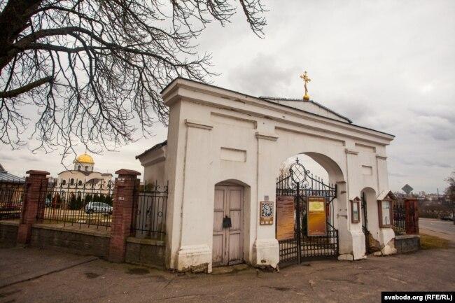 Старое городское кладбище на улице Антонова (между улицами Подольной и Пригородной)