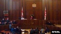 Парламентскому большинству и оппозиции осталось доказать, что прийти к согласию можно и в судебной реформе