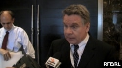 ABŞ-nyň Helsinki Komissiýasynyň başlygy Respublikan senator Kris Smith