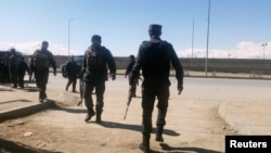 Afghan policemen arrive at the site of a blast in Kabul on March 1.