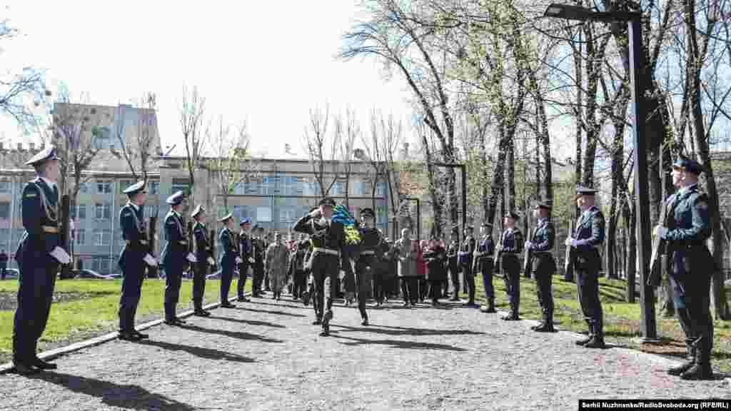 11 квітня світова спільнота відзначає Міжнародний день визволення в'язнів фашистських таборів. У цей день у 1945 році американські війська увійшли на територію Бухенвальда – найбільшого концентраційного табору
