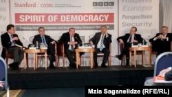 Власть уверена: грузинской демократии ничего не грозит, в «Нацдвижении», напротив, полагают, что заключение в тюрьму представителей бывшей правящей партии говорит об обратном