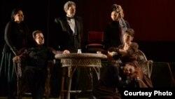 """Претставата """"Вишновата градина"""" во режија на Звездана Ангеловска, Народен театар – Битола."""