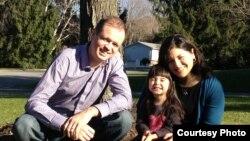 Дженнифер Гаспар с мужем Иваном Павловым и дочерью