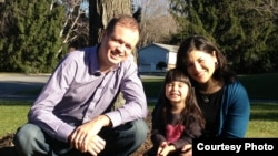 Дженнифер Гаспар и Иван Павлов с дочерью