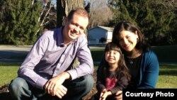 Иван Павлов и его жена Дженнифер Гаспар с дочерью