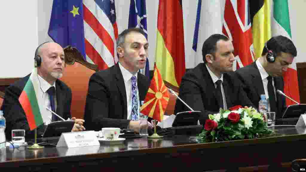 МАКЕДОНИЈА - Собранието го ратификуваше Договорот за пријателство, добрососедство и соработка меѓу Македонија и Бугарија. Со 61 глас за и еден воздржан пратениците го изгласаа Предлог-законот за добрососедство со Бугарија, а во работата на Парламентот не учествуваа пратениците на опозициската ВМРО-ДПМНЕ.