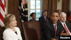 Мамкатчы Хиллари Клинтон Ак Үйдөгү өкмөттүк жыйында. Вашингтон. 22-июнь 2010