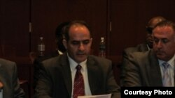 شيركو عباس وتوم حرب خلال جلسة الاستماع