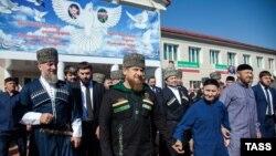 Рамзан Кадыров возле избирательного участка в Грозном, 18 сентября 2016 года