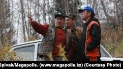 Ұлттық парктің қорықшысы болған Панайот Захаропуло (сол жақта).
