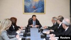 Президент Сирии Башар Асад на встрече с национальной делегацией, которая будет представлять страну на мирных переговорах. Дамаск, 20 января 2014 года.