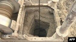 حفر دوبارۀ یک چاه آب که خشک شدهاست.