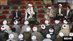 نشست روز پنجشنبه جامعه روحانیت مبارز که آیت الله مهدوی کنی، رییس مجلس خبرگان، در آن سخنرانی کرد.