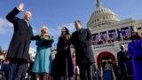 Джо Байден приносит присягу в качестве президента США. Вашингтон, 20 января 2020 года.