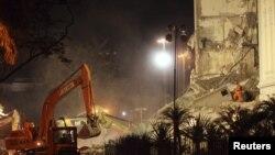 Рио-де-Жанейро: спасатели работают на месте обрушения зданий