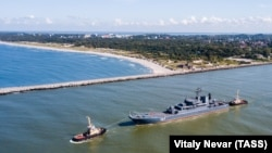 Российское десантное судно в Балтийском море. Сентябрь 2017 года.