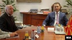 Медијаторот Метју Нимиц и премиерот Никола Груевски.