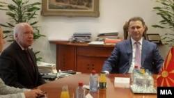 Посредникот во разговорите за спорот за името, Метју Нимиц со премиерот Никола Груевски.