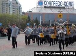 Военный оркестр Германии на параде в Астане. 6 мая 2012 года.