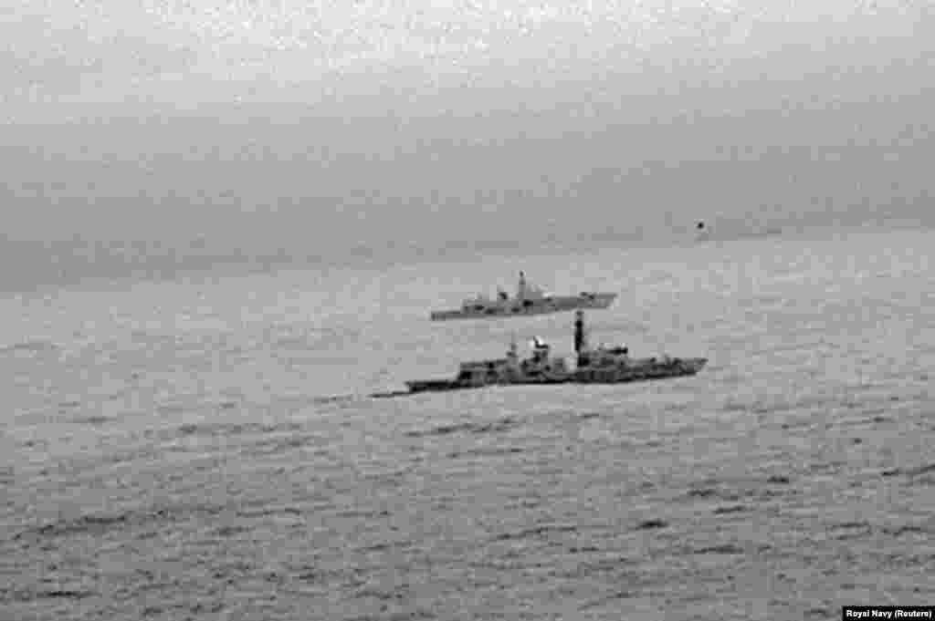 ВЕЛИКА БРИТАНИЈА - Британската морнарица соопшти дека следела руски воен брод во близина на британските територијални води во Северно море. Соопштено е дека станува збор за рускиот брод Адмирал Горшков. Официјален Лондон неодамна оцени дека е зголемен бројот на руски бродови кои транзитираат низ британските води. Британскиот секретар за одбрана Гевин Вилијамсон по овој инцидент изјави дека Британија нема да толерира никаква форма на агресија. Блиската средба со рускиот воен брод е снимена и со инфра-црвена камера од британскиот хеликоптер.