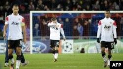 «Манчестер Юнайтед» ойыншылары Уэйн Руни (ортада), Рио Фердинанд (сол жақта) және Нани (оң жақта). Швейцария, 7 желтоқсан 2011 жыл.