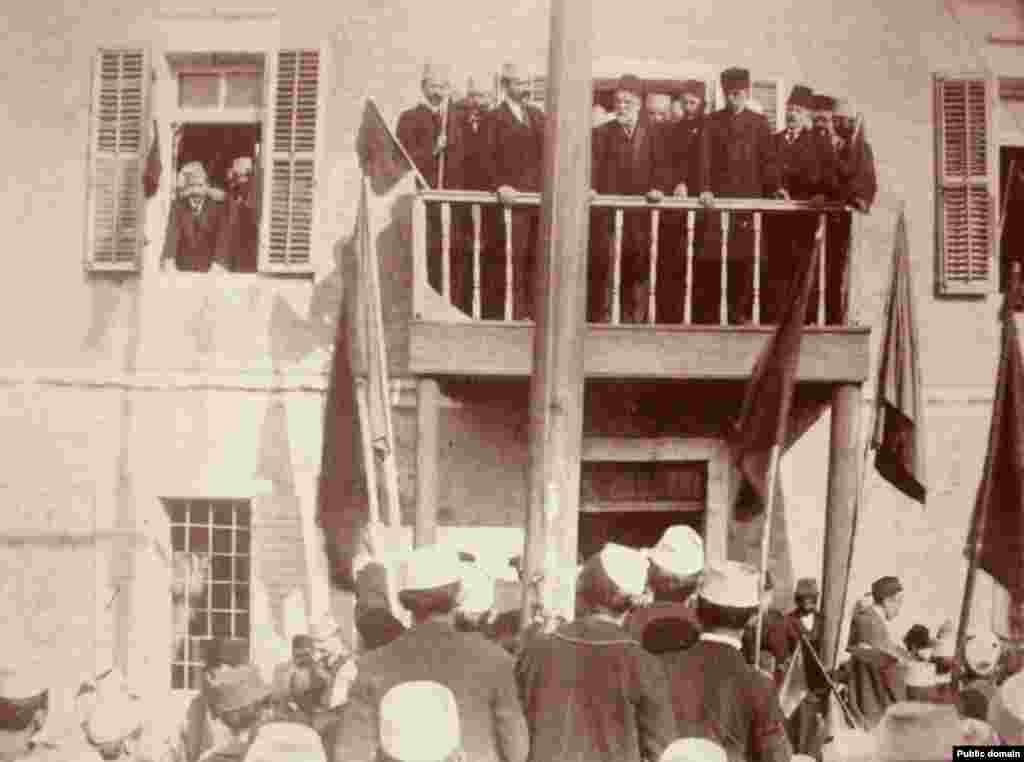 Albanian leader Ismail Qemali (center) announces the declaration of independence to the public after the Assembly of Vlorë on November 28, 1912.