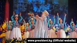 Торжественное мероприятие в Кыргызской Национальной филармонии имени Токтогула Сатылганова, посвященное празднику Нооруз с участием первых лиц государства. 21 марта 2013