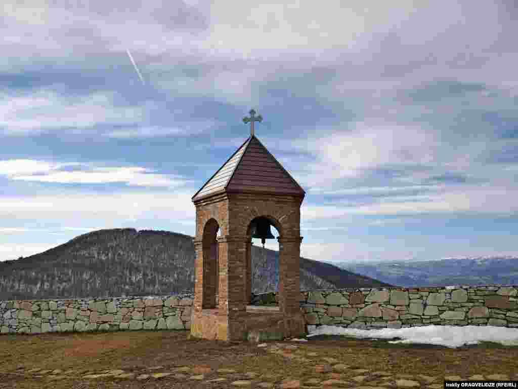 Колокольня монастыря на горе Удзо