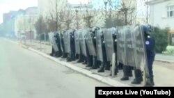 Policia e Kosovës gjatë një proteste të opozitës, më 9 janar.