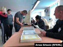 Na probleme koji prate izborni proces, uporno upozoravaju domaći analitičari kao i nevladine organizacije