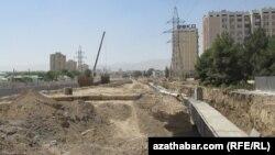Строительная площадка в Ашгабате, столице Туркменистана.