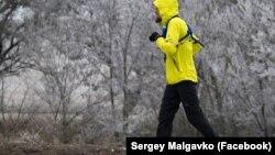 Олексій Рудевич біжить по трасі «Таврида»