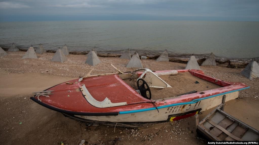 Узбережжя з видом на Азвоське море біля елінгів