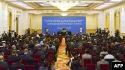 Азия инфрақұұрылымды инвестициялау банкін (АИИБ) құрушы елдер өкілдері АИИБ-ны құру келісімі баптарына қол қою рәсімінде. Пекин, 29 маусым 2015 жыл.