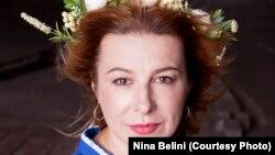 Ніна Бeліні, волонтерка