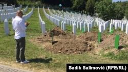 Гробовете на жертвите на геноцида са в Поточари, близо до Сребреница. Всяка година се погребват телата на тези, чиито останки са били идентифицирани след множество експертизи.