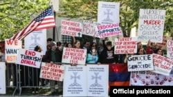 ԱՄՆ -- Ամերիկահայերը բողոքի ակցիա են անցկացնում Թուրքիայի դեսպանատան առջև, 24-ը ապրիլի, 2014թ․: